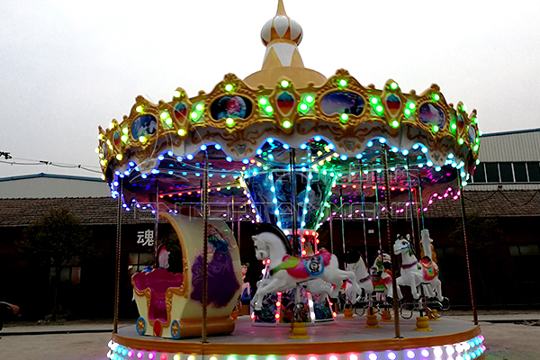 Vintage play merry go round carousel is abailable in Dinis